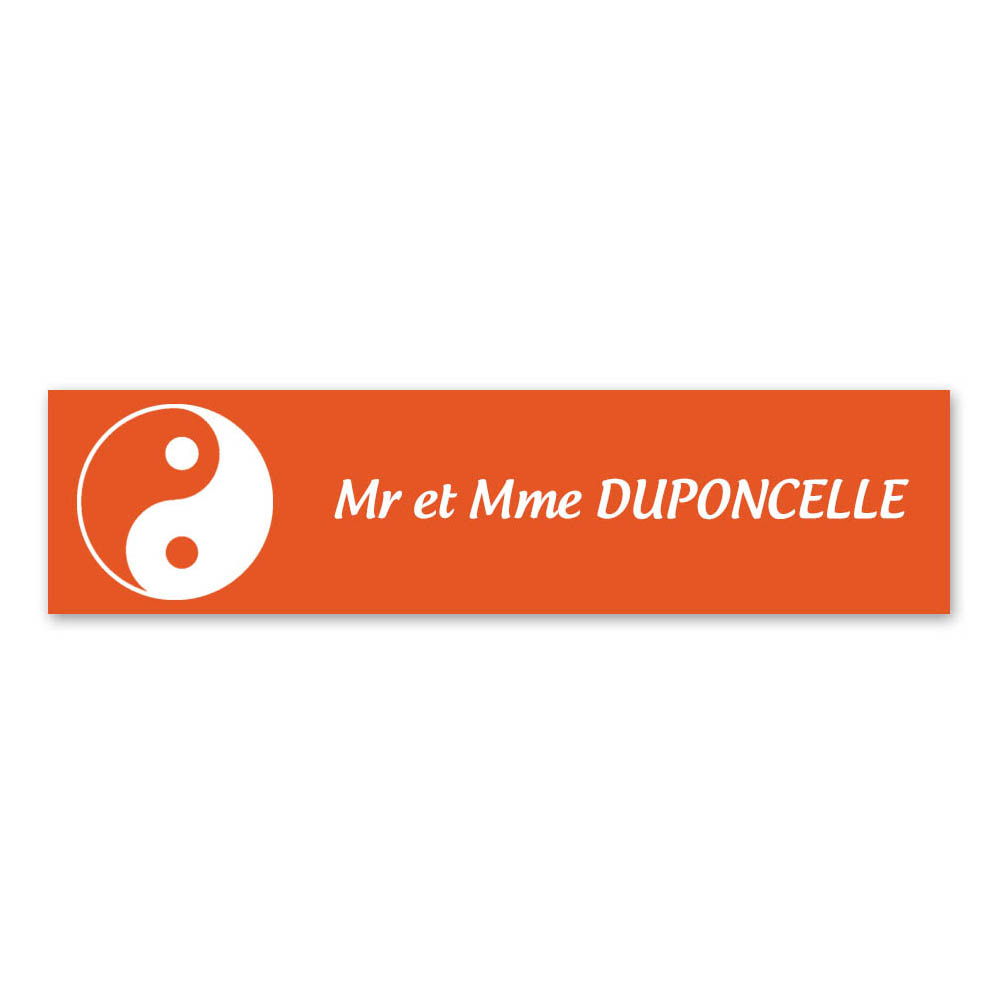 Plaque nom 1 ligne et symbole YIN YANG pour boite aux lettres type Decayeux (100x25mm) couleur orange lettres blanches