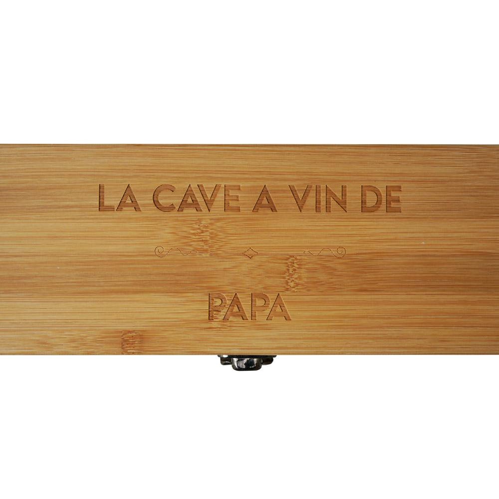 """Caisse à vin en bambou personnalisée avec prénom """"LA CAVE A VIN DE"""" - Coffret vin bambou avec 4 pièces de service"""