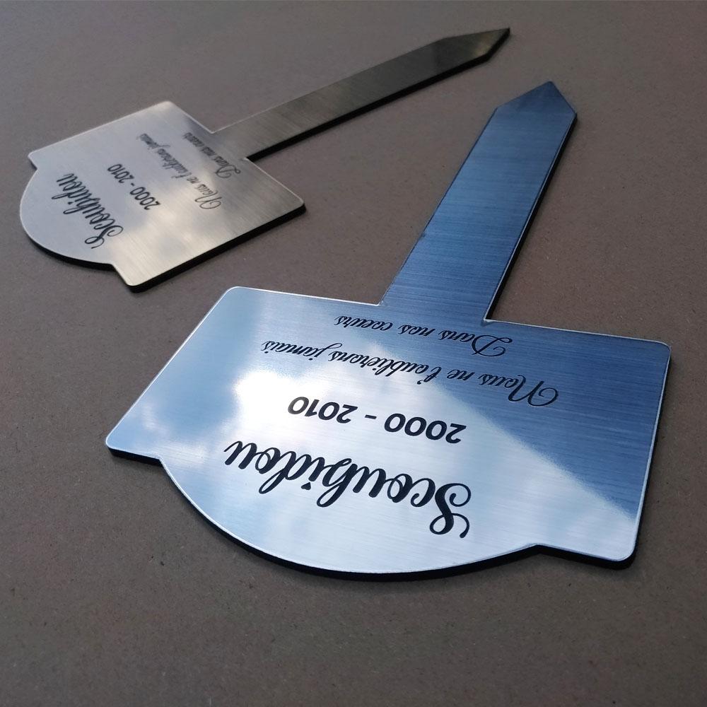 Plaque funéraire personnalisable pour enterrement animal jardin - Modèle silhouette poisson
