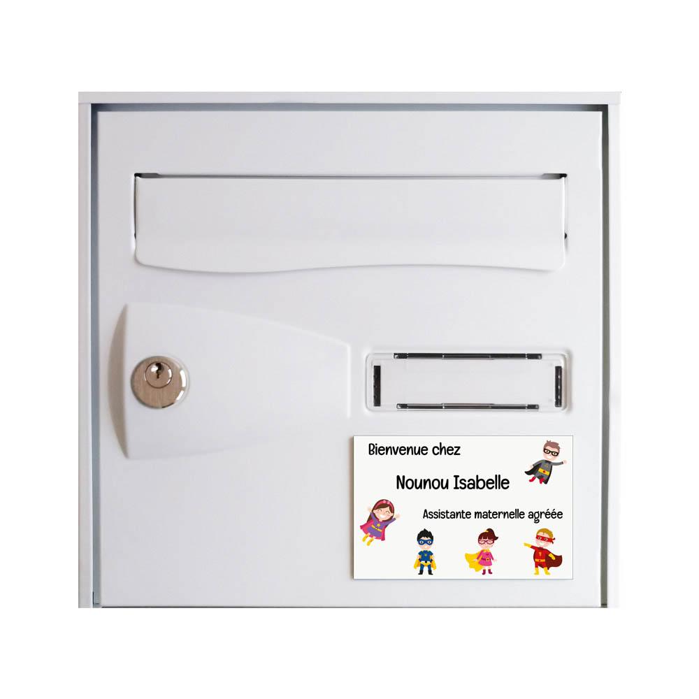 Plaque Nounou personnalisable pour boite aux lettres - Pancarte assistante maternelle agréée personnalisée - Modèle Mini héros